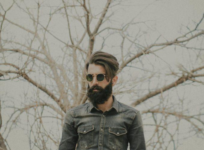 mezczyzna z broda